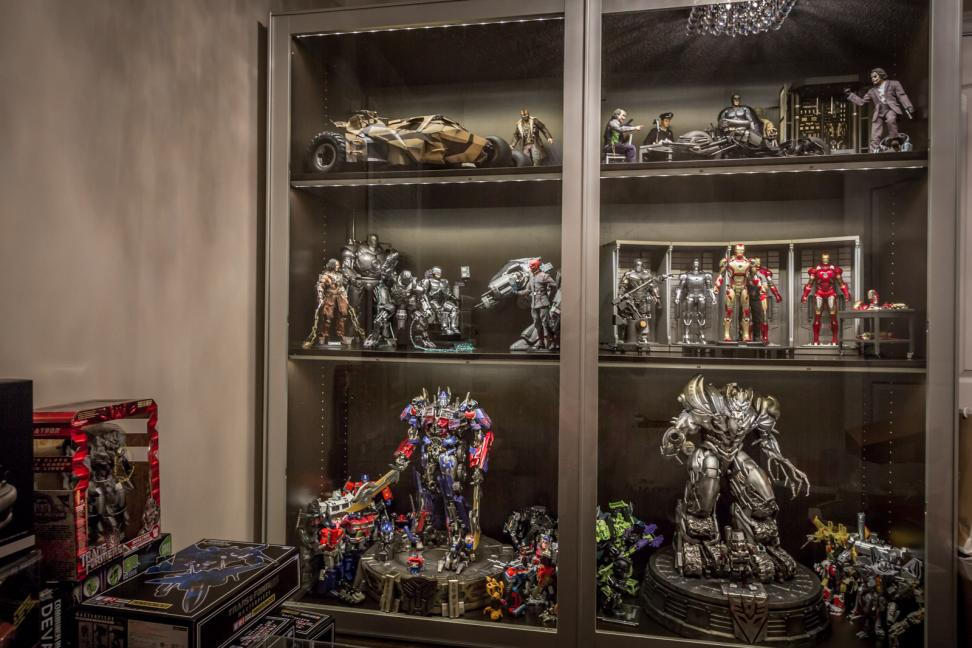 Jon 39 s hottoys transformers collection cybertron ca for Hot toys display case ikea